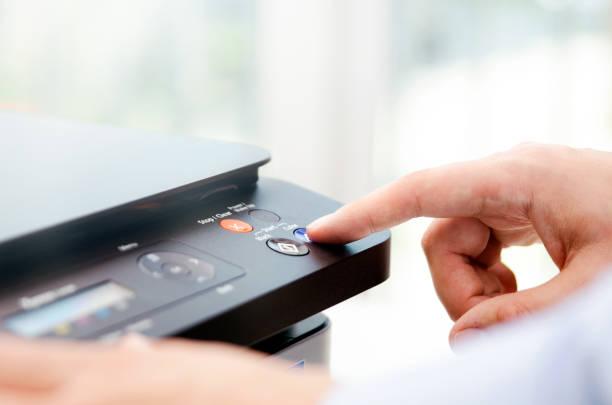 appuyez sur main sur panneau d'imprimante - photocopieuse photos et images de collection
