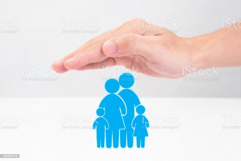 Schutz Familie Handsymbol. Konzept-Lebensversicherung. – Foto
