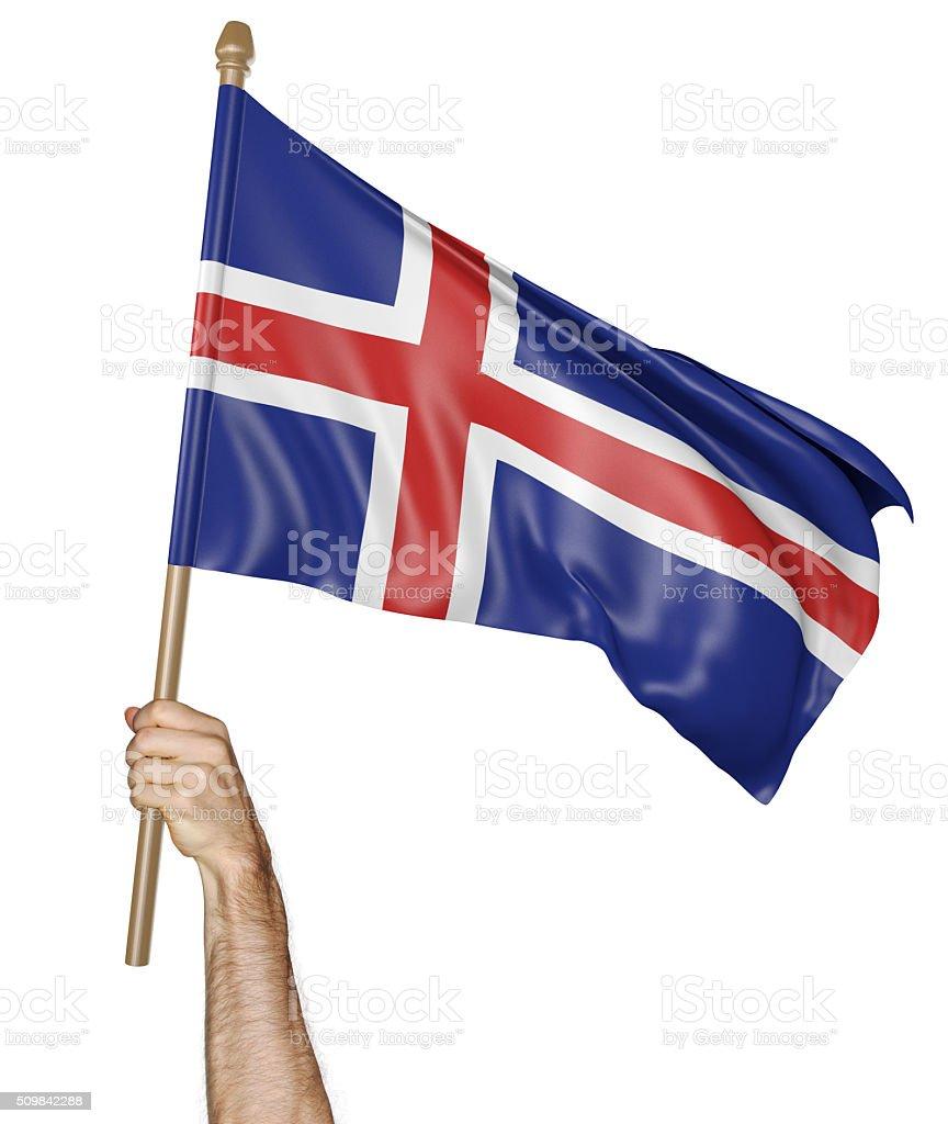 Mão orgulhosamente acenando a bandeira nacional da Islândia - foto de acervo