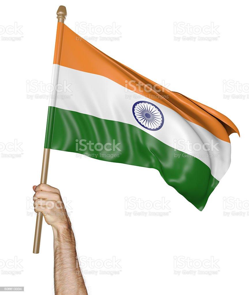 Mão orgulhosamente acenando a bandeira nacional da Índia - foto de acervo