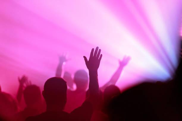 在敬拜和讚美中舉起的手 - prayer 個照片及圖片檔