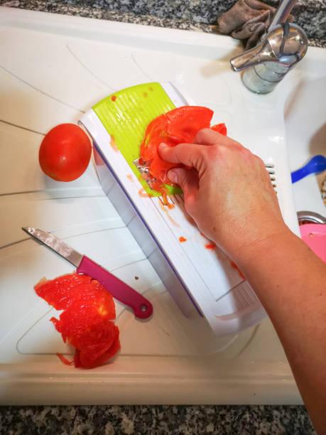 handkratztomaten - kochen mit oliver stock-fotos und bilder