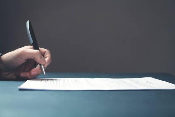 mão, assinando um contrato - assinar - fotografias e filmes do acervo