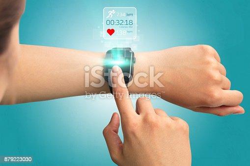 istock Hand smartwatch. 879223030