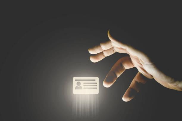 手窃盗の id カードのアイコン。クレジット カードの概念をハッキング - id盗難 ストックフォトと画像