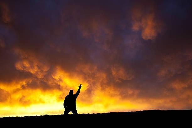 hand to heaven - gott sei dank stock-fotos und bilder