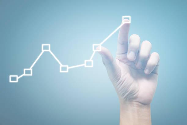 Handberührende Graphen des Analysediagramms für Finanzindikatoren und Buchhaltungsmarktwirtschaft – Foto