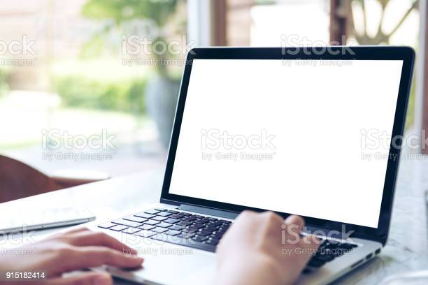 Hand using laptop with blank white screen picture id915182414?b=1&k=6&m=915182414&s=612x612&h=5lvuyy eq9mmcfybub4qjutz9ltnvteuosqszfujbwu=