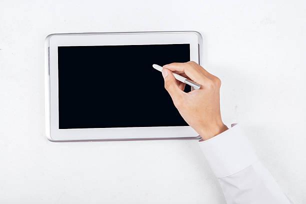 Mano con penna su digital tablet 1 - foto stock