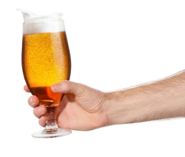 de la mano con la cerveza - foto de stock