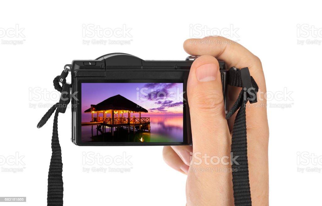 Hand with camera and Maldives beach photo (my photo) 免版稅 stock photo