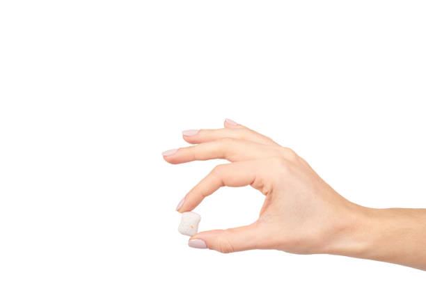 sakız, diş bakımı, tazelik ile el. - sakız şekerleme stok fotoğraflar ve resimler