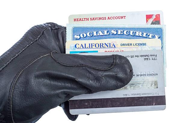 手に持つ特定の文書の手袋 - id盗難 ストックフォトと画像