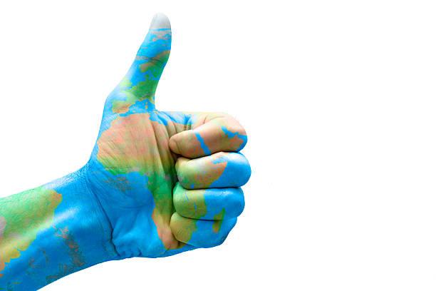 hand mit daumen hoch und maki mit afrika - bester nagellack stock-fotos und bilder