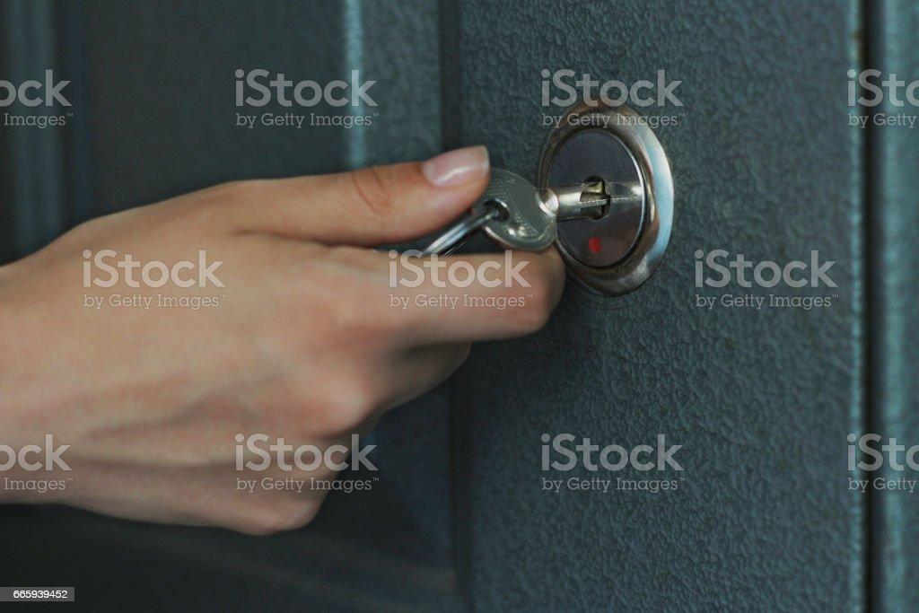 Hand, women are unlocked door foto stock royalty-free