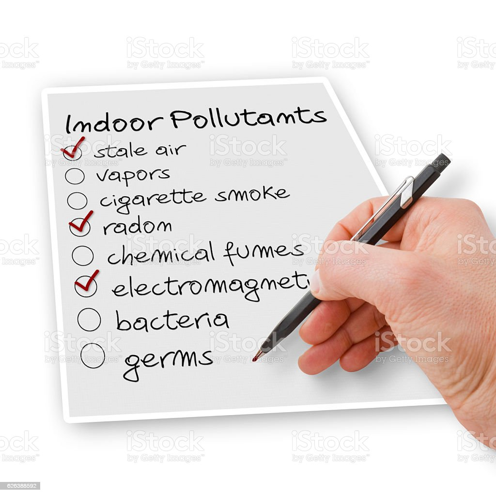 Hand write a check list of indoor air pollutants – zdjęcie