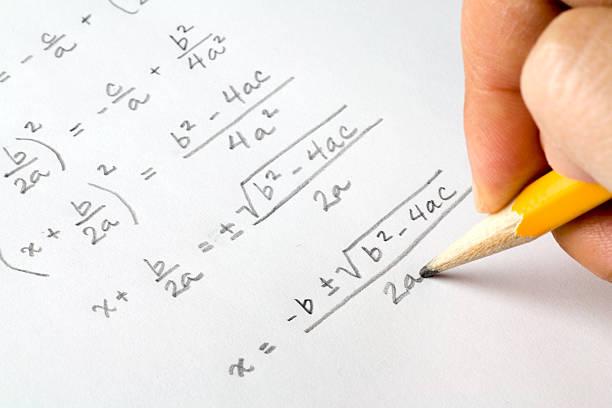 Main écrire Algèbre equations - Photo