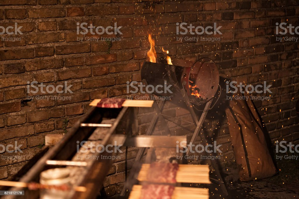 Handcrafted barbecue firing coal - foto stock