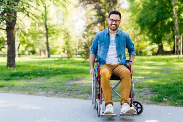 hombre para personas con discapacidades - wheelchair fotografías e imágenes de stock