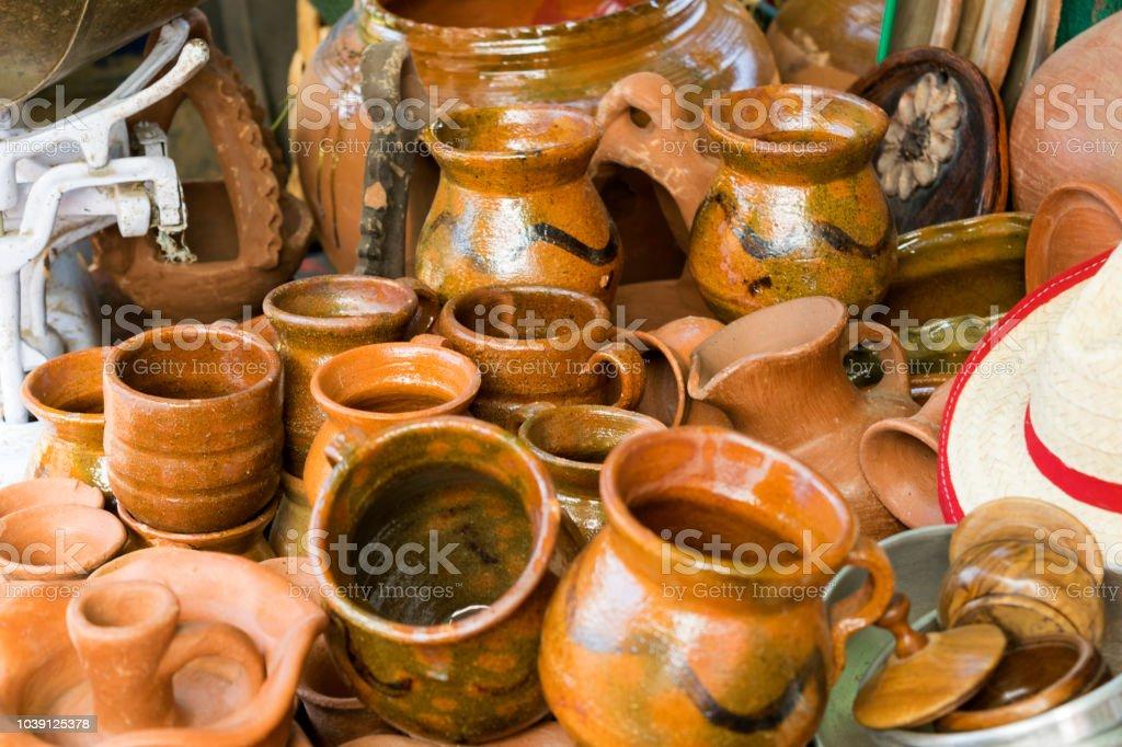 Artesanías En Arcilla Hechos A Mano En El Mercado De San Pedro
