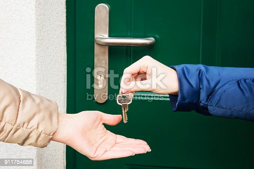 istock Handing Over the Key from a New Home. 911754688