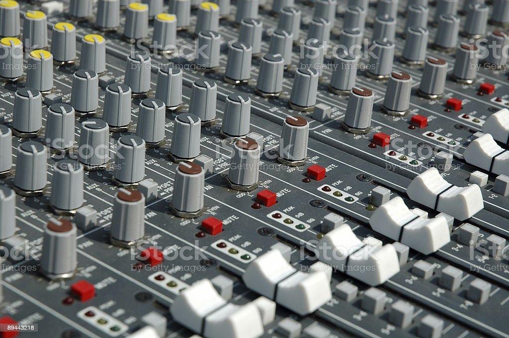 Poignées de gestion du Processeur audio de conseil (Table de mixage). photo libre de droits