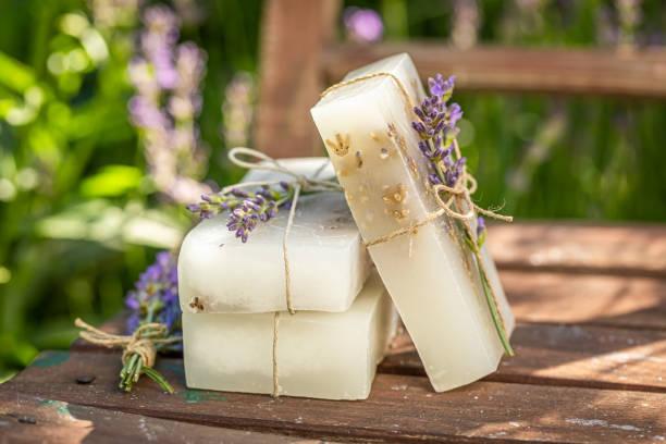 Handgemachte und aromatische Lavendelseife aus frischen Zutaten – Foto