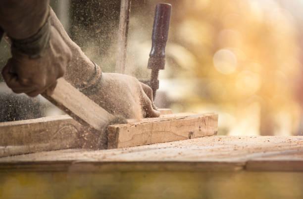 handmade en ambachtelijke meubels - hand constructing industry stockfoto's en -beelden