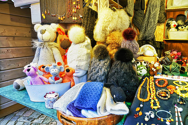 handmade bears and hats on display at riga christmas market - altes schmuckkunsthandwerk stock-fotos und bilder