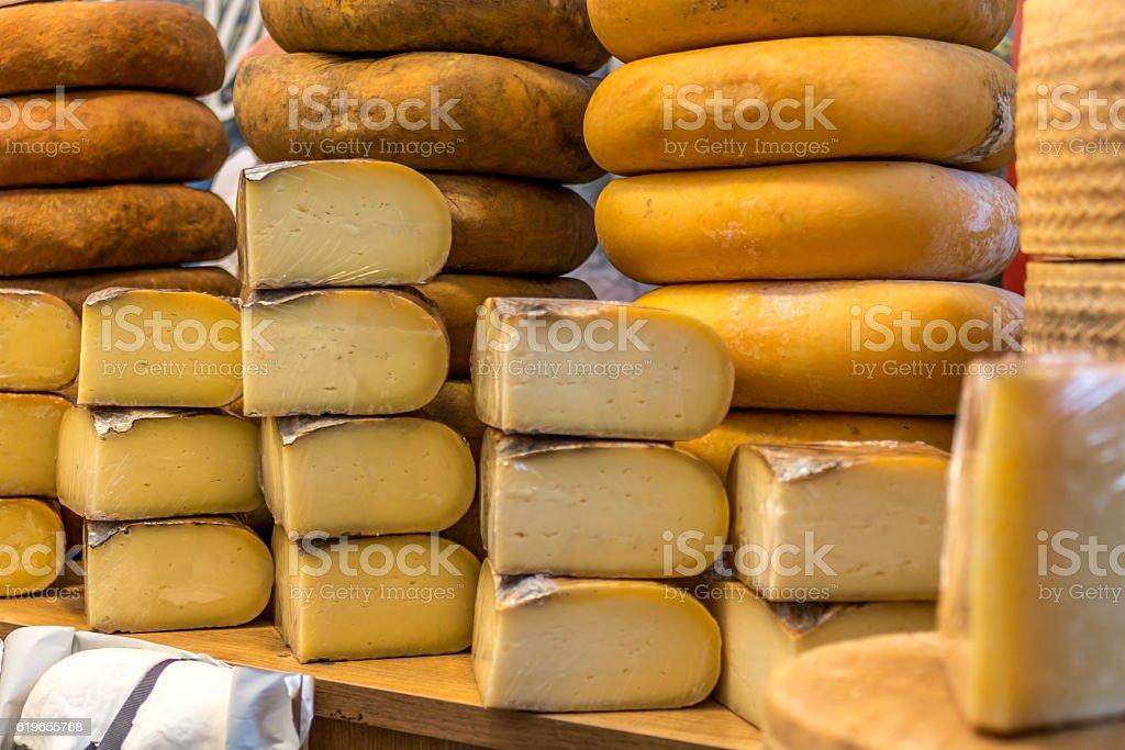Handmade cheeses exposed - foto de stock