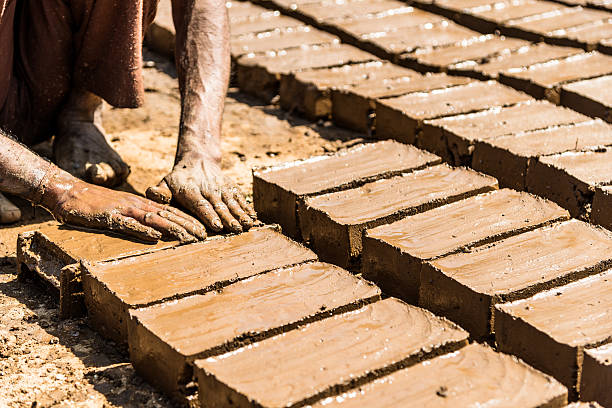 Handmade clay bricks in India Handmade clay bricks samenwerking stock pictures, royalty-free photos & images