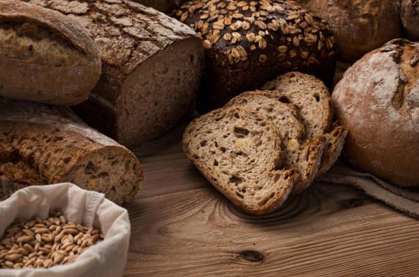 Handarbeit, frisch gebackenes Brot – Foto