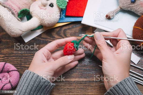 Handmade gifts making hand made toys knitted snails on wooden table picture id1154836416?b=1&k=6&m=1154836416&s=612x612&h=fpthlrwp3o5 pyedkc5ufwrdas9mnotfvgctbyy4a5i=