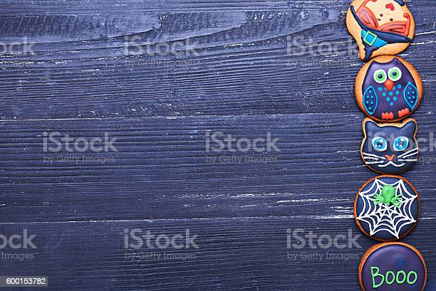 Handmade halloween cookies on a wooden table picture id600153782?b=1&k=6&m=600153782&s=612x612&h=adlcjkruqzmirfxrjuchpw8xefplquzidil4hkqytiw=