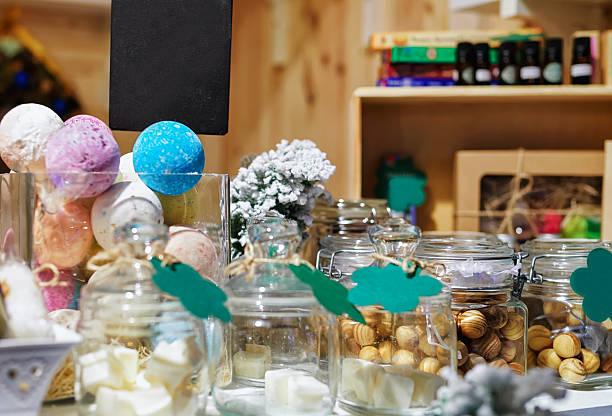 handmade soap on vilnius christmas market in lithuania - bazar mercato foto e immagini stock