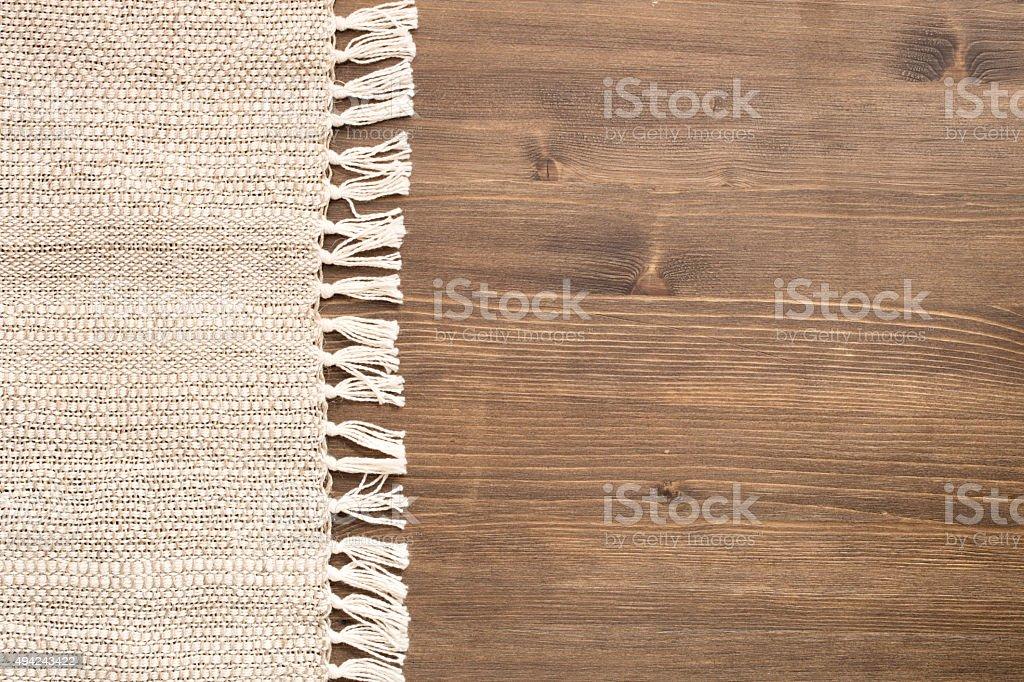 Вручную Скатерть на левой стороне деревянном фоне стоковое фото