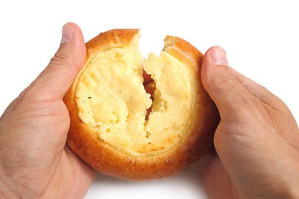 Hands breaking sweet pastry – Foto