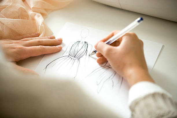 hands drawing a clothing design sketch - croquis de stylisme de mode photos et images de collection