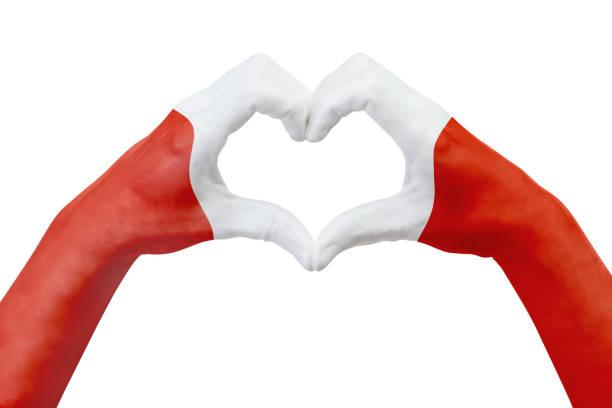 Bandera de manos del Perú, forma un corazón. Concepto de símbolo del país, aislado en blanco. - foto de stock