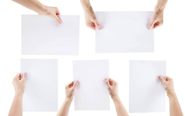 Hände halten leeres Stück Papier – Foto
