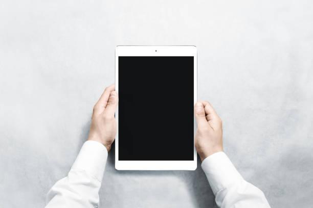 手持空白垂直片的手模擬 - 垂直構圖 個照片及圖片檔