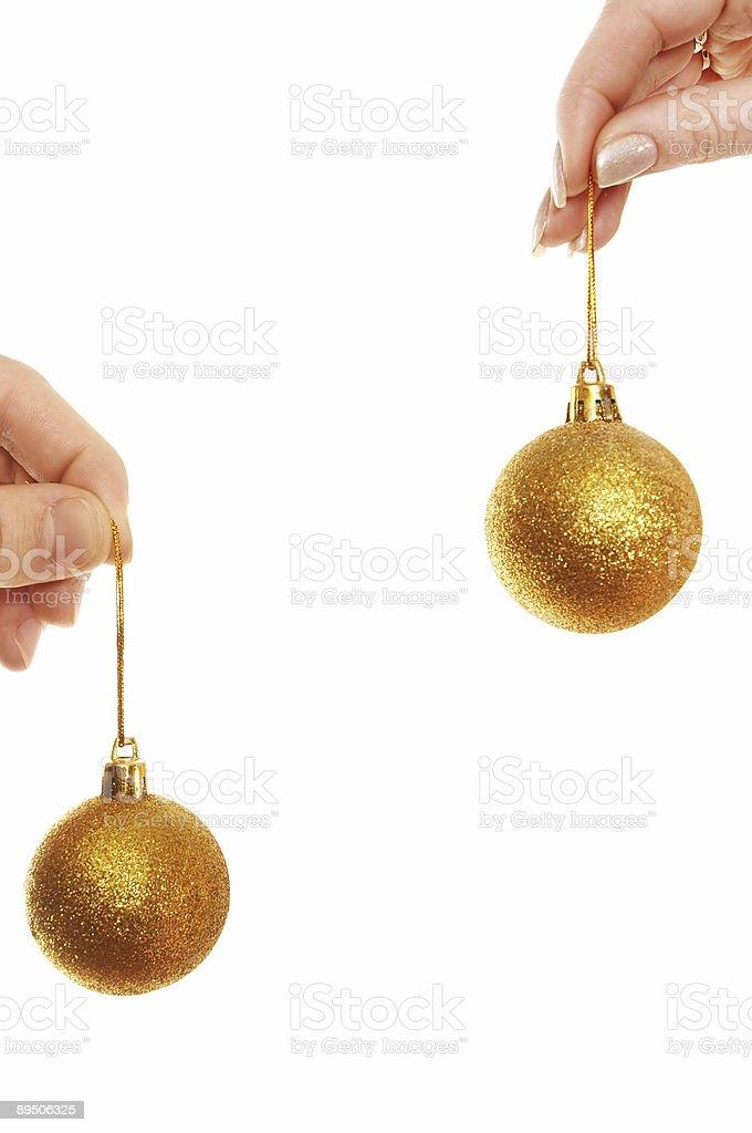 Mains tenant des ballons de Noël photo libre de droits