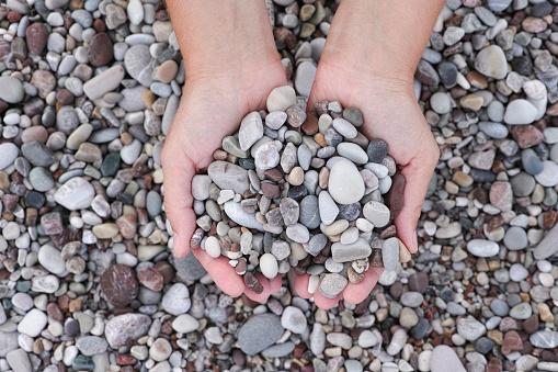 Hands Holding Pile Of Stones Stockfoto und mehr Bilder von Einzelwort