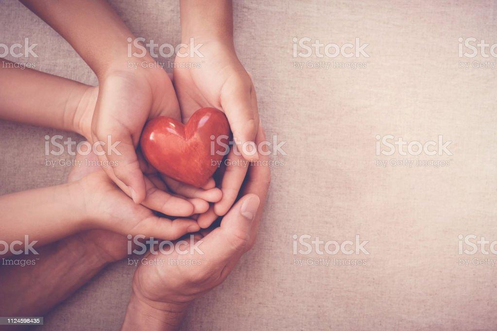 händer med rött hjärta, sjukförsäkring, donation koncept royaltyfri Bildbanksbilder