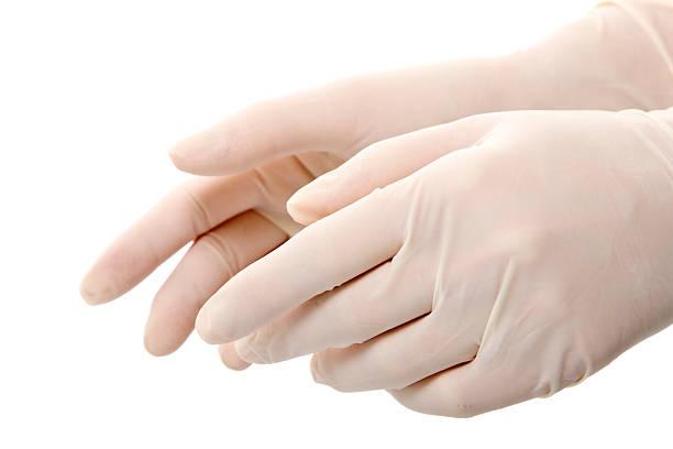 Les mains dans les gants en latex isolé sur blanc - Photo