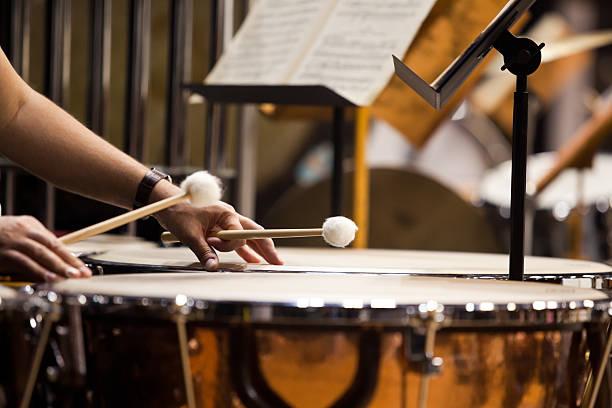 Hands musician playing the timpani – Foto
