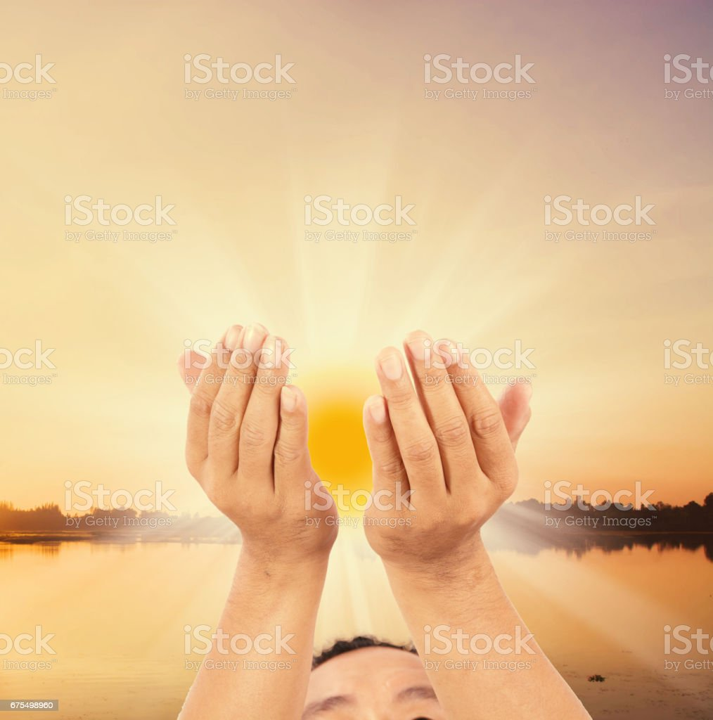 Eller ulaşan bir adam gelecek umut royalty-free stock photo