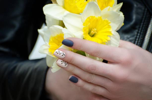 Hands of a young woman with daffodils manicure closeup picture id1127483545?b=1&k=6&m=1127483545&s=612x612&w=0&h=sllw3lk kjuewyk cm6uw48joni ewy32yzaicjxo0w=