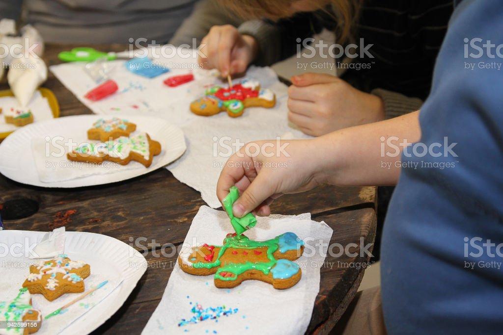 Hande Der Kinder Die Weihnachten Karotte Herstellen Erstellung Stock