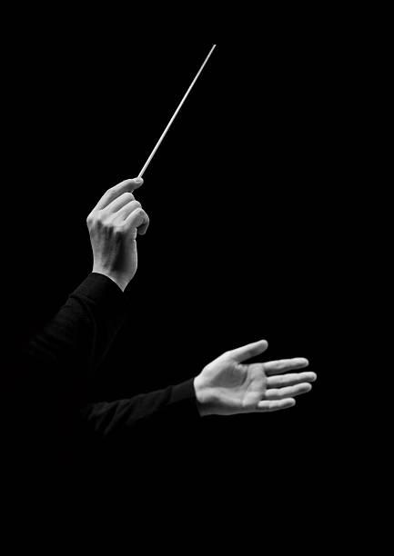 Händen der Dirigent auf ein Schwarzer Hintergrund – Foto